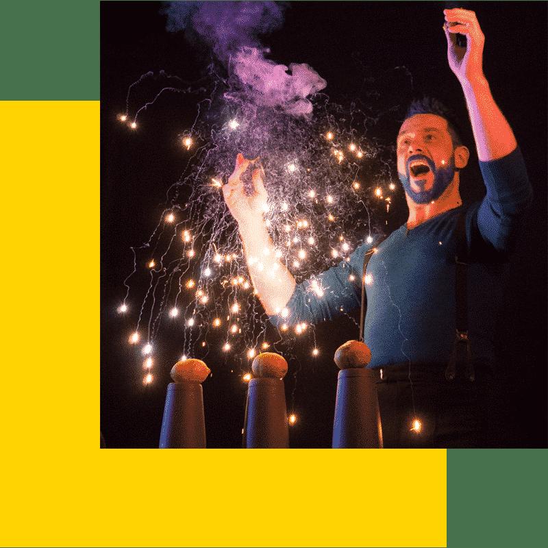 Adrien Quillien - barman jongleur magicien - © Christophe Leonardi