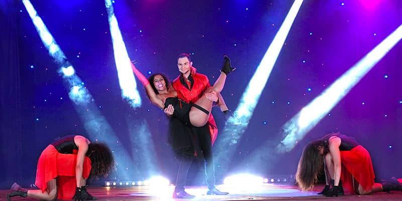 Spectacle moderne magie cirque danse chant cabaret