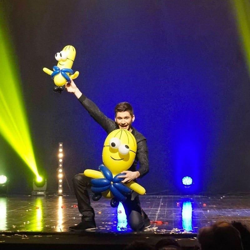 Anthony Neo - la magie de noel spectacle ballon minion