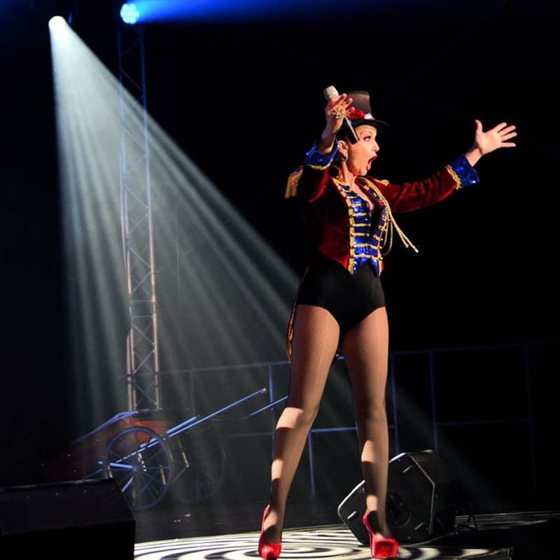 Laetitia Malecki chanteuse cabaret music hall