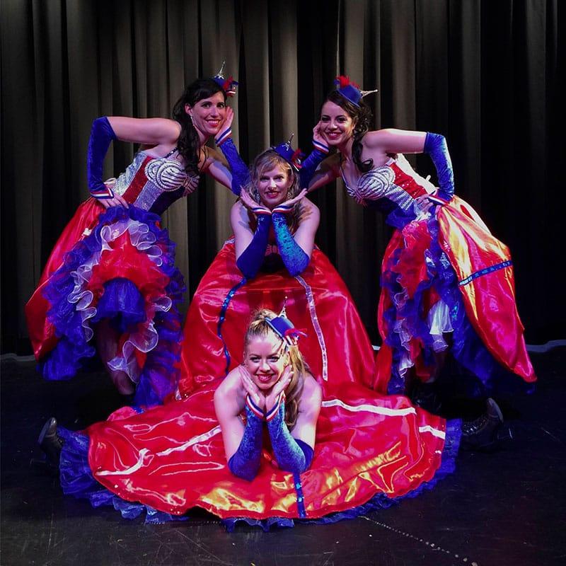 Danseuses spectacle Music Hall et cirque