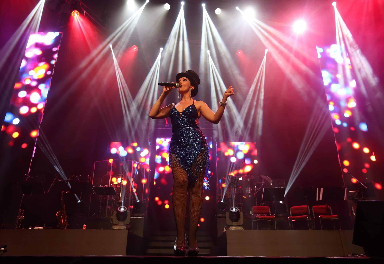 chanteuse paris music hall normandie