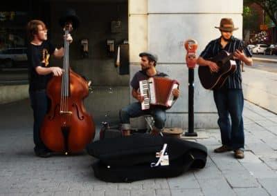 chanteur Montréal, 15 juin 2011. Musiciens de la rue Saint-Denis.