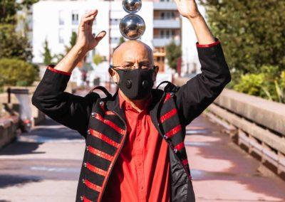 artistes de rue covid Jongleur balle